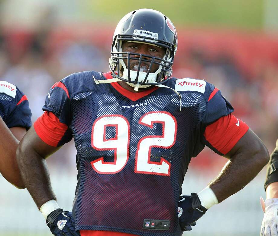 Houston native Earl Mitchell is in line to take over the role of starter at nose tackle this season. Photo: Karen Warren, Staff / © 2013 Houston Chronicle