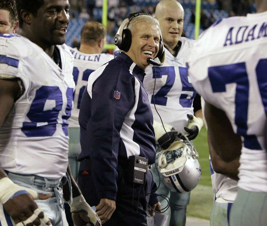 "Bill Parcells turned the Cowboys into winners after three straight 5-11 seasons. ""He was unique in that he could relate to everybody,"" said Dat Nguyen, who played for Dallas from 1999-2006. Photo: Chuck Burton / Associated Press"