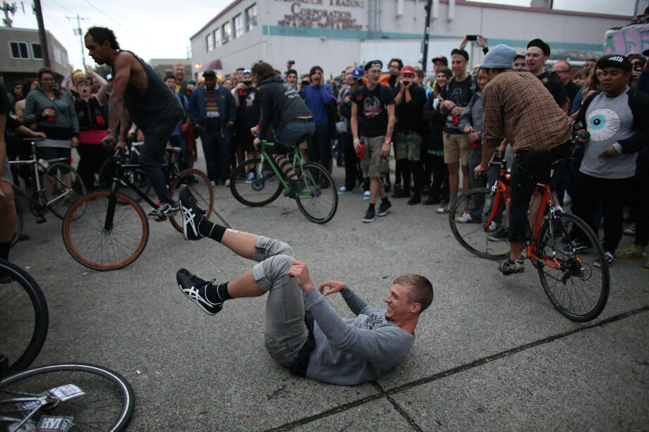 A participant falls to the ground during a competition to see who can stay on his bike the longest. Photo: JOSHUA TRUJILLO, SEATTLEPI.COM / SEATTLEPI.COM