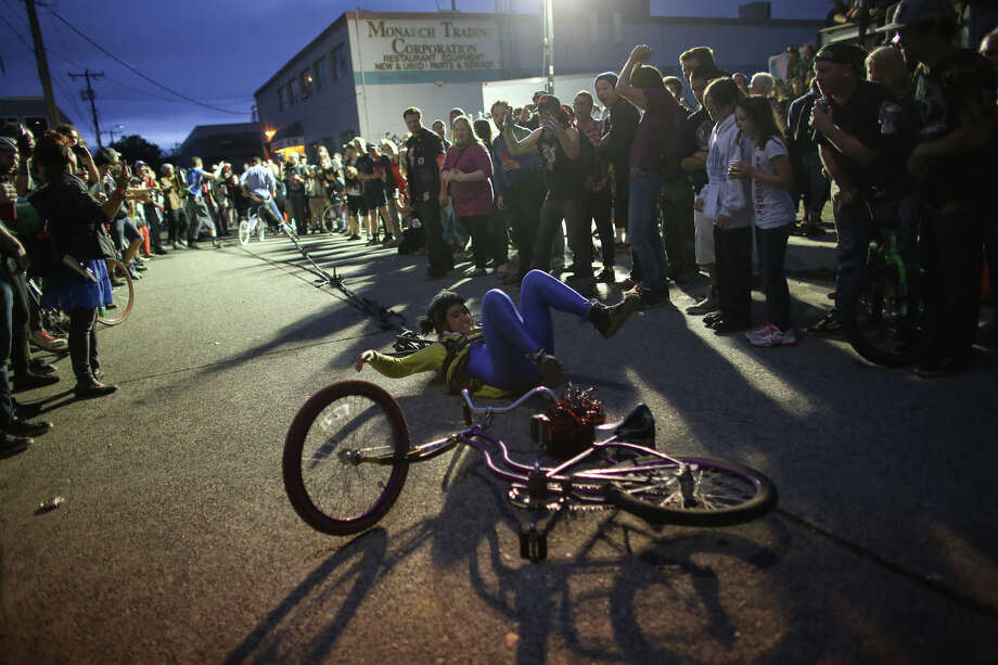 A cyclist participating in bike slingshot falls. Photo: JOSHUA TRUJILLO, SEATTLEPI.COM / SEATTLEPI.COM