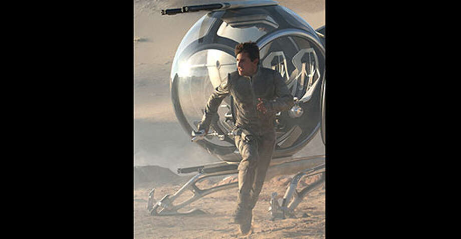 Jack (Tom Cruise) Photo: Http://oblivionmovie.com, 2013, Universal Studios