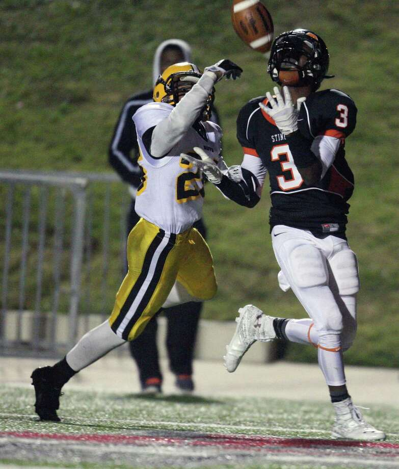 Texas City wide receiver Armanti Foreman (3), who has verbally committed to attend Texas, gave opposing defensive backs fits last season. Photo: Eric Christian Smith, Freelance
