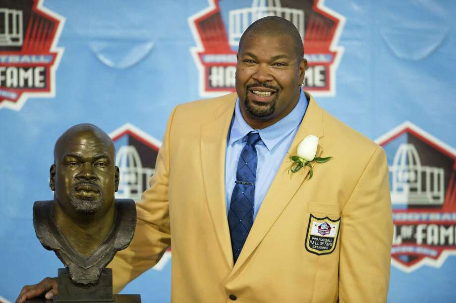 Never known to say much publicly, former Cowboys offensive lineman Larry Allen opened up while recalling life lessons that helped shape his career, and quest to gain respect, during Saturday night's Hall of Fame induction ceremony in Canton, Ohio. Photo: Jason Miller / Getty Images