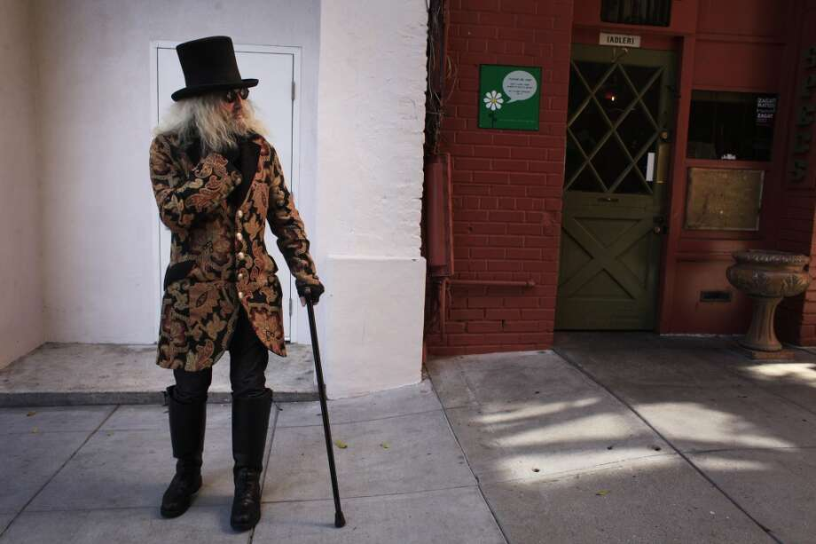 "Patrick ""Captain Cool"" LeBold waits for Specs  in North Beach in to open for the day. Photo: The Chronicle"