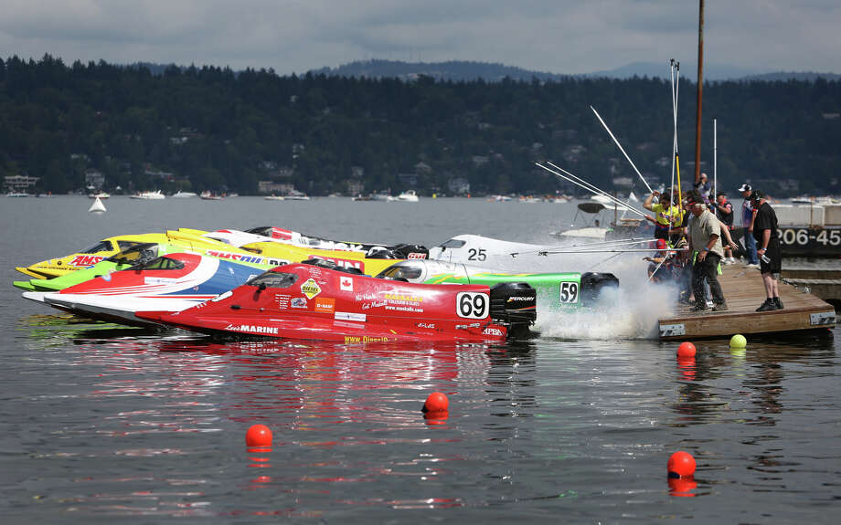 Formula One boats take off from the start during heat 4 on Saturday. Photo: JOSHUA TRUJILLO, SEATTLEPI.COM / SEATTLEPI.COM