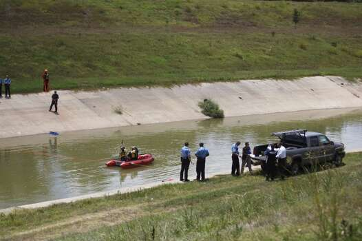 Police id children relative drowned in sims bayou for Fishing in houston