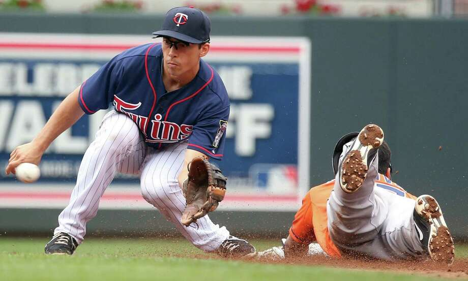 Jose Altuve easily beats the throw to Twins shortstop Doug Bernier for one of his two stolen bases Sunday. Photo: Anna Reed, MBR / Minneapolis Star Tribune
