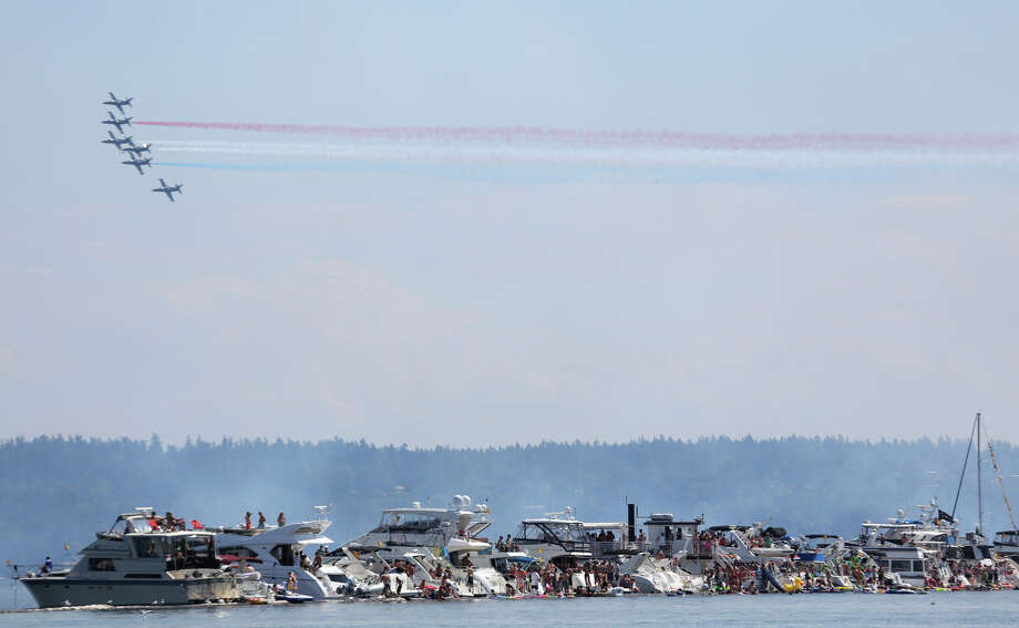 The Patriots fly over Lake Washington. Photo: JOSHUA TRUJILLO, SEATTLEPI.COM / SEATTLEPI.COM