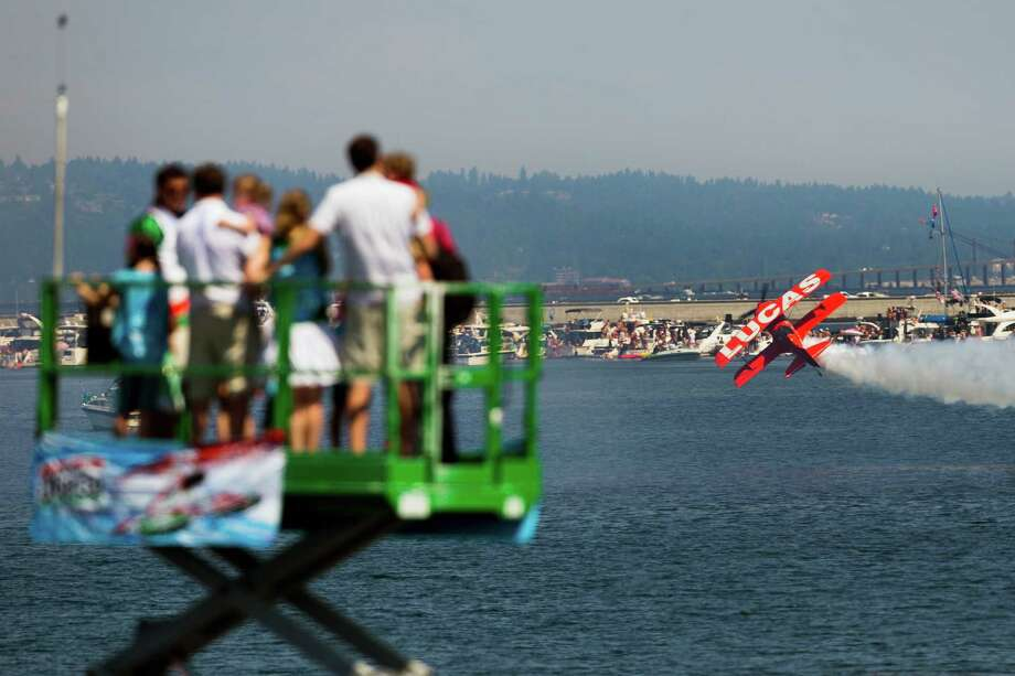 Onlookers watch the Lucas Oil Air Show perform. Photo: JORDAN STEAD, SEATTLEPI.COM / SEATTLEPI.COM