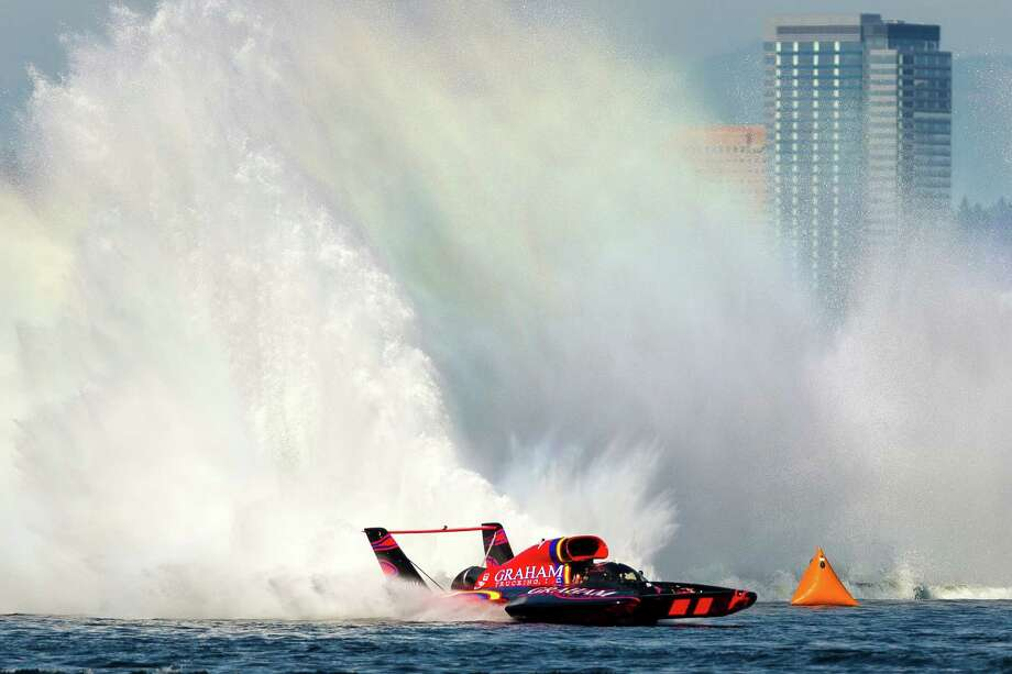 First place H1 Final heat winner Jimmy Shane, of Graham Trucking, tears around the course on the third and final day of Seafair. Photo: JORDAN STEAD, SEATTLEPI.COM / SEATTLEPI.COM