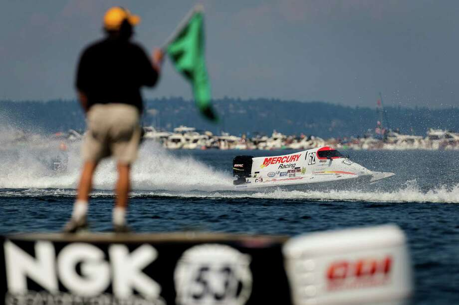 F1 racers tear around Lake Washington. Photo: JORDAN STEAD, SEATTLEPI.COM / SEATTLEPI.COM