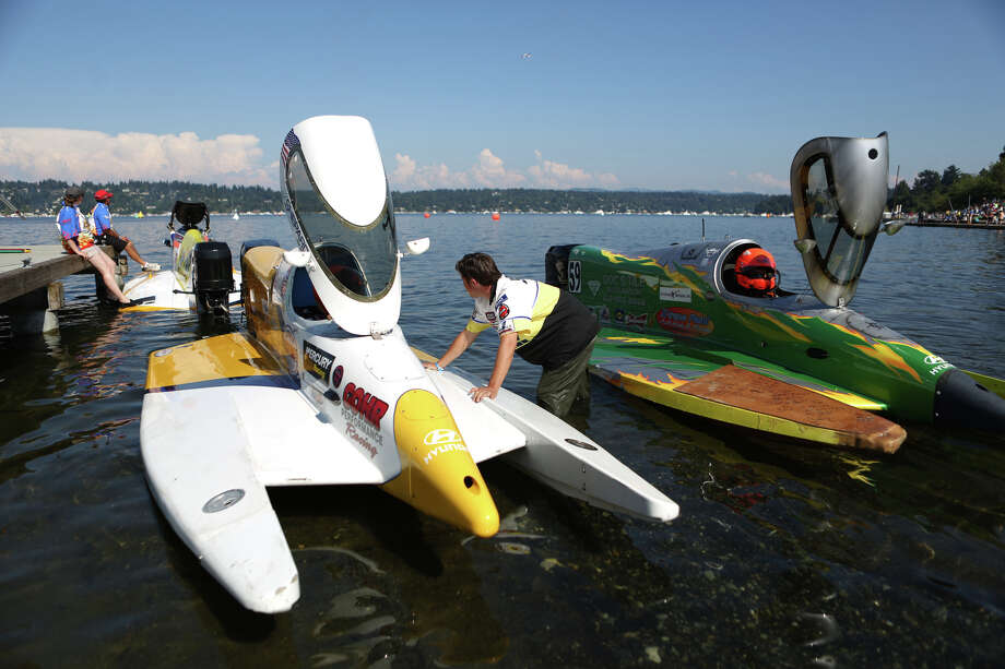 Formula 1 boats are launched. Photo: JOSHUA TRUJILLO, SEATTLEPI.COM / SEATTLEPI.COM