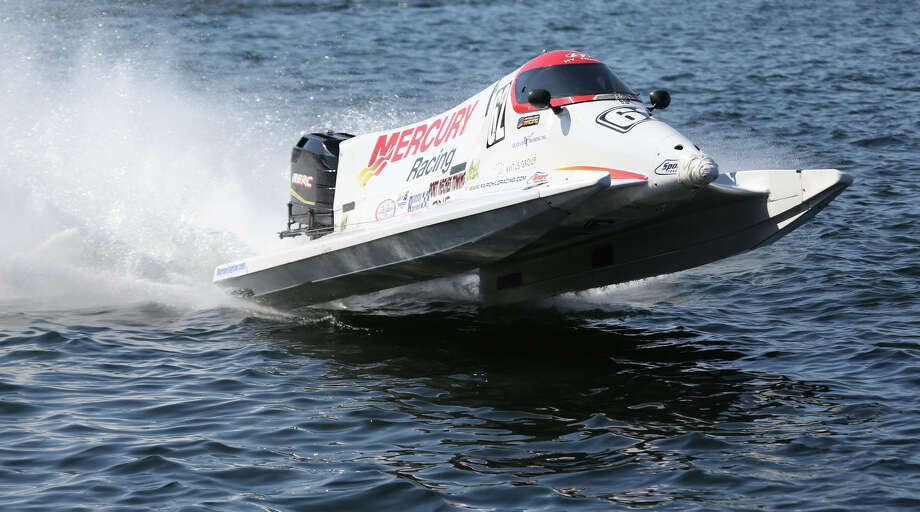The Mercury Racing Formula 1 boat drives along the shore after a heat. Photo: JOSHUA TRUJILLO, SEATTLEPI.COM / SEATTLEPI.COM