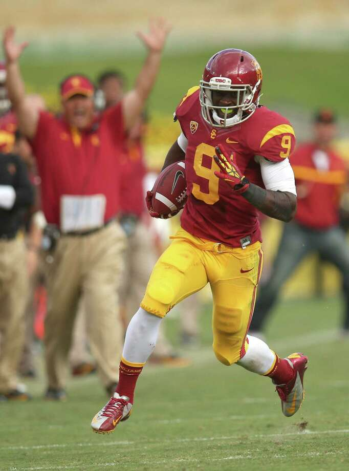 Wide receiver Marqise Lee will be looking to help return the Southern Cal Trojans back to prominence this season under coach Lane Kiffin. Photo: Stephen Dunn / Getty Images