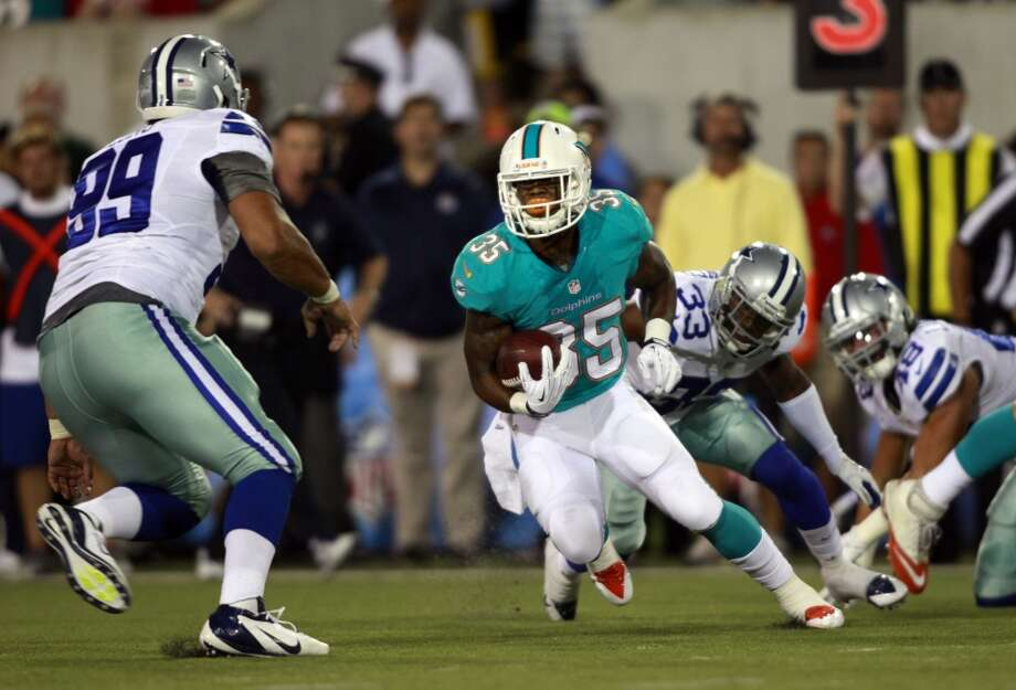 Miami Dolphins running back Mike Gillislee (35) runs the ball against the Dallas Cowboys in the second quarter at the Pro Football Hall of Fame exhibition football game Sunday, Aug. 4, 2013, in Canton, Ohio. (AP Photo/Scott R. Galvin) Photo: Scott R. Galvin, Associated Press