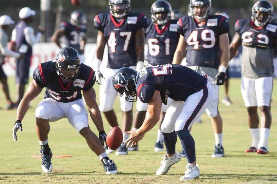 Linebackers Trevardo Williams (54) and Brian Cushing (56) go after a loose ball during at turnover drill. Photo: Brett Coomer, Chronicle