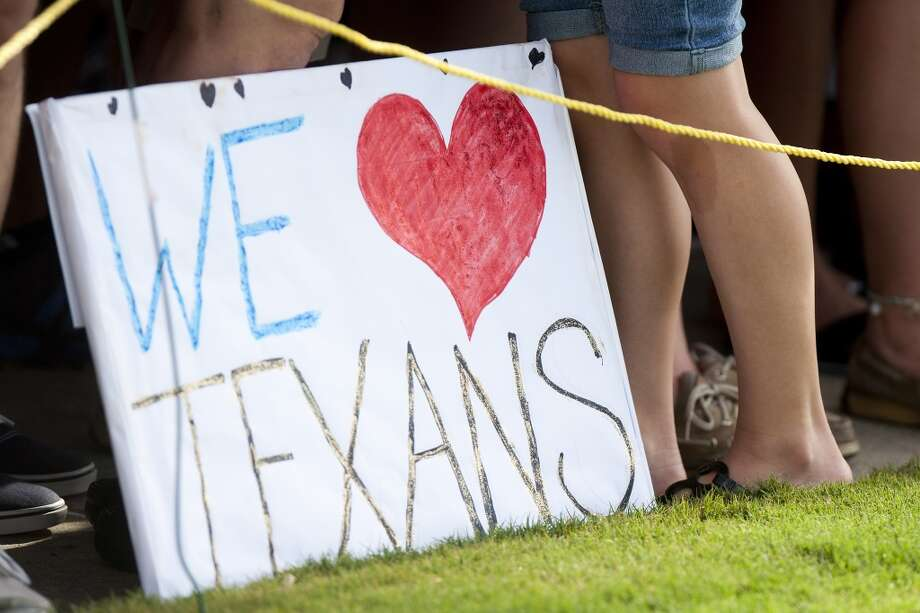A fan's sign sits on the practice field. Photo: Brett Coomer, Chronicle
