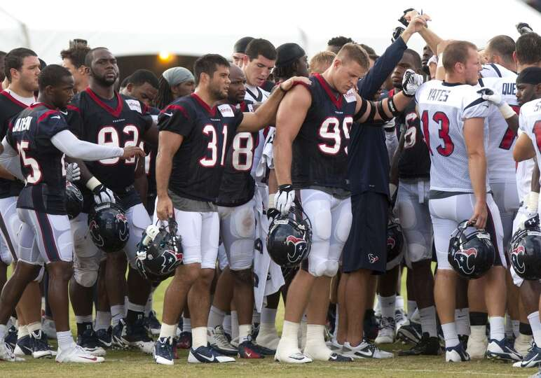 Players huddle up at the end of practice.