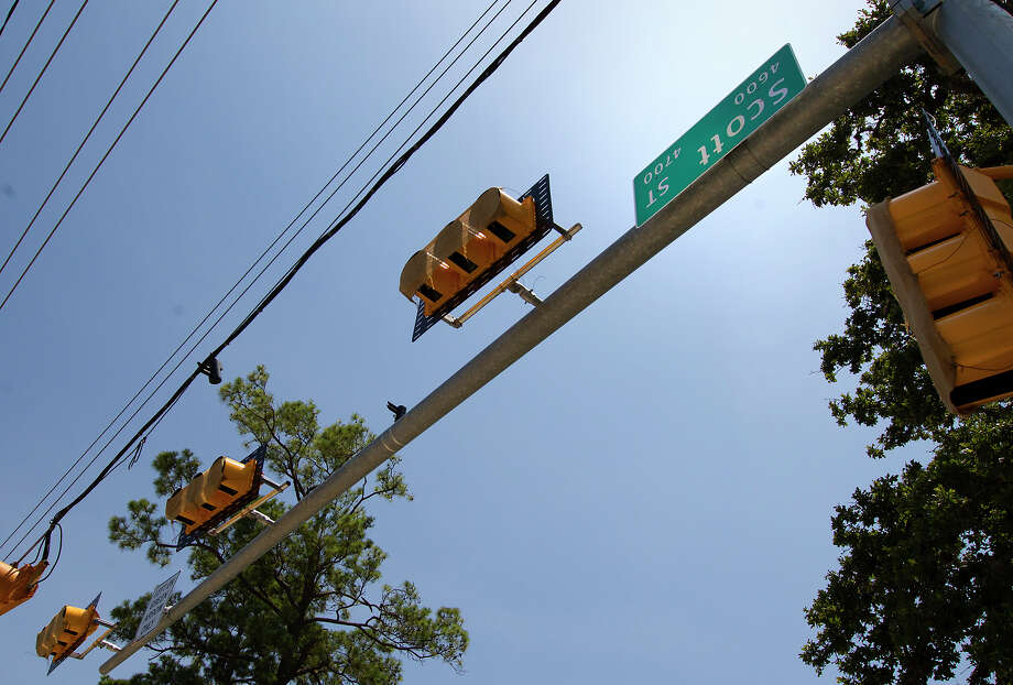 An upside down sign for Scott Street resides at the intersection with Blodgett Street. A city spokesman said the sign mistake will eventually be corrected. Photo: Cody Duty, Staff / © 2013 Houston Chronicle