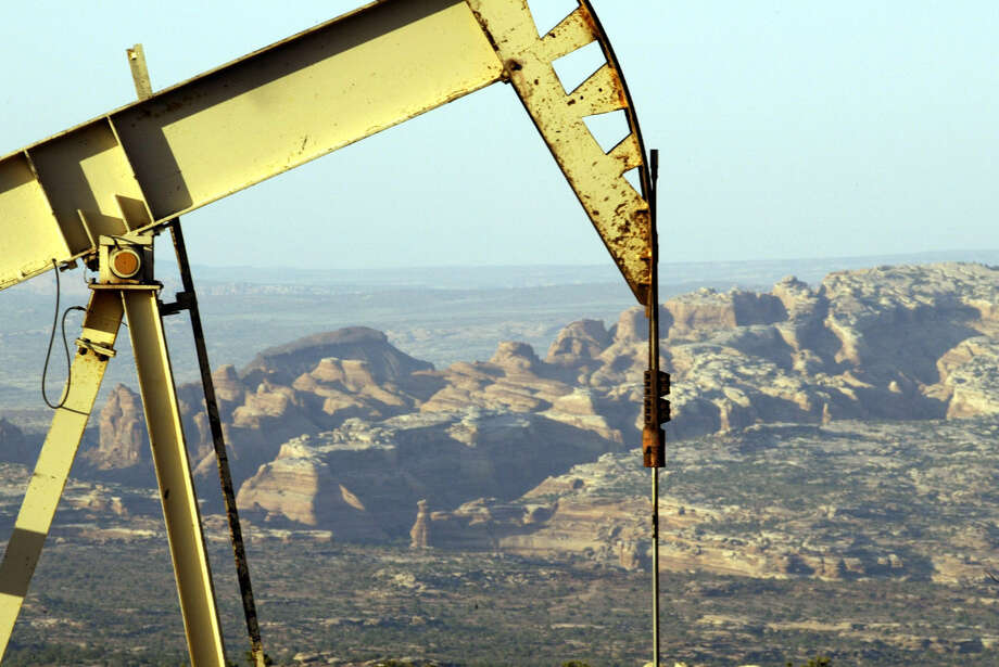 An oil rig operates in the Book Cliffs area, which is in the Uintah Basin. A federally backed study has found that 9 percent of methane produced from drilling sites in a portion of Utah's Uintah Basin escaped into the atmosphere. Photo: Bryan Chan / Los Angeles Times
