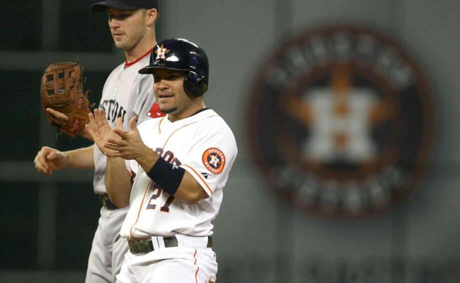 Astros second baseman Jose Altuve applauds himself after stealing a base against the Red Sox during the fourth inning. Photo: Johnny Hanson, Houston Chronicle