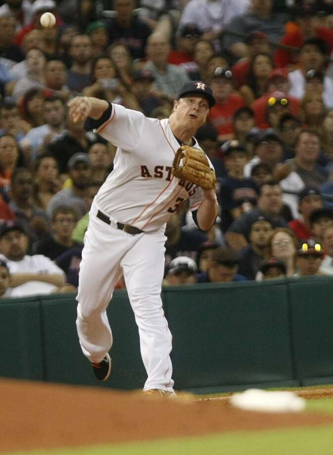 Astros third baseman Matt Dominguez tries to make an out on defense. Photo: Johnny Hanson, Houston Chronicle