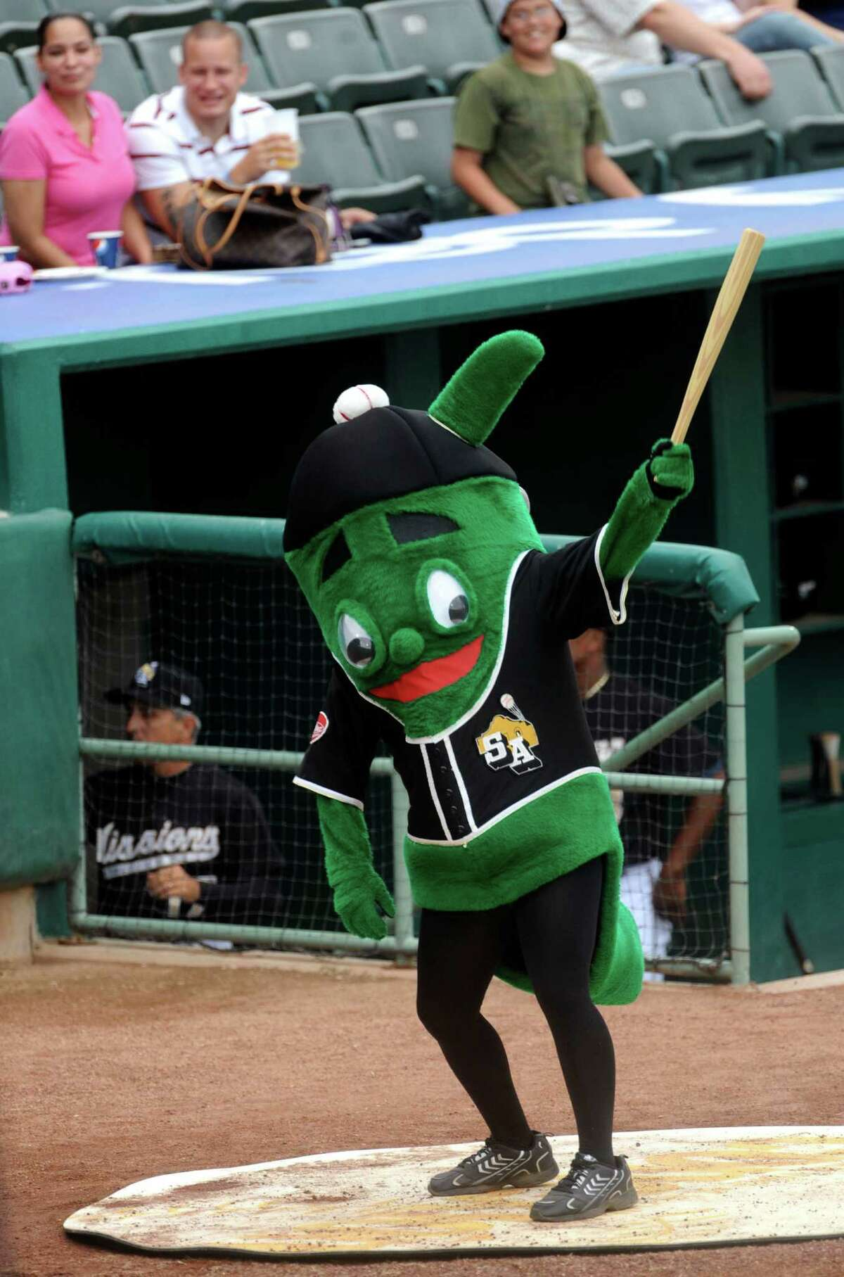 2) He pumps up the team. Do you think the Missions could have played their way to a league title in 2011 without some rowdy fans and an awesome mascot? Didn't think so.