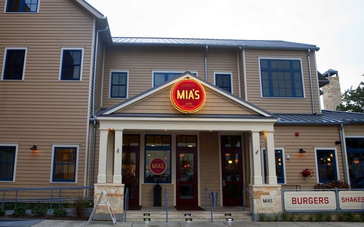 Mia's restaurant offers free ice cream and a casual atmosphere.