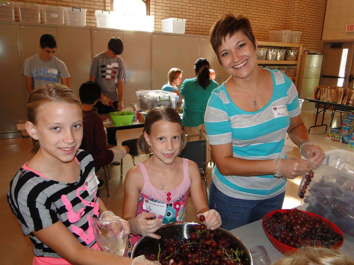 Grace, Lilly and Mindi Wood bag grapes for Lunches of Love. Grace, Lilly and Mindi Wood bag grapes for Lunches of Love.