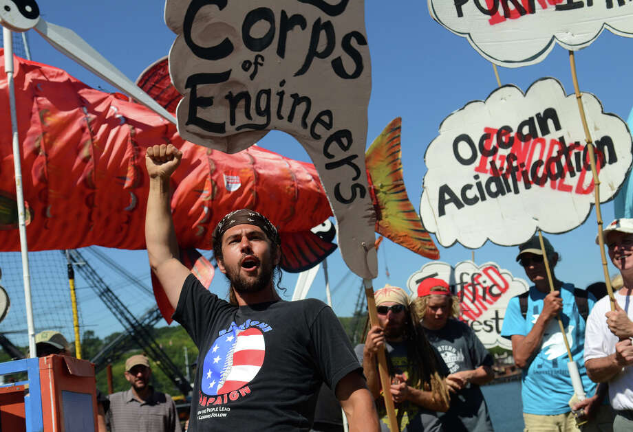 "Eric Ross, self-proclaimed ""professional agitator"" of the Backbone Campaign, leads the protesters in song before marching in front of the Federal Center South Building, which houses the offices of the US Army Corps of Engineers on  Monday. Photo: SY BEAN, SEATTLEPI.COM / SEATTLEPI.COM"