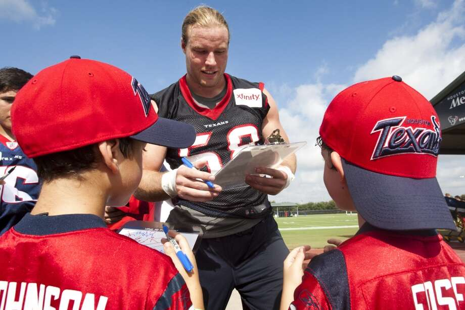 Outside linebacker Brooks Reed signs autographs after practice. Photo: Brett Coomer, Chronicle