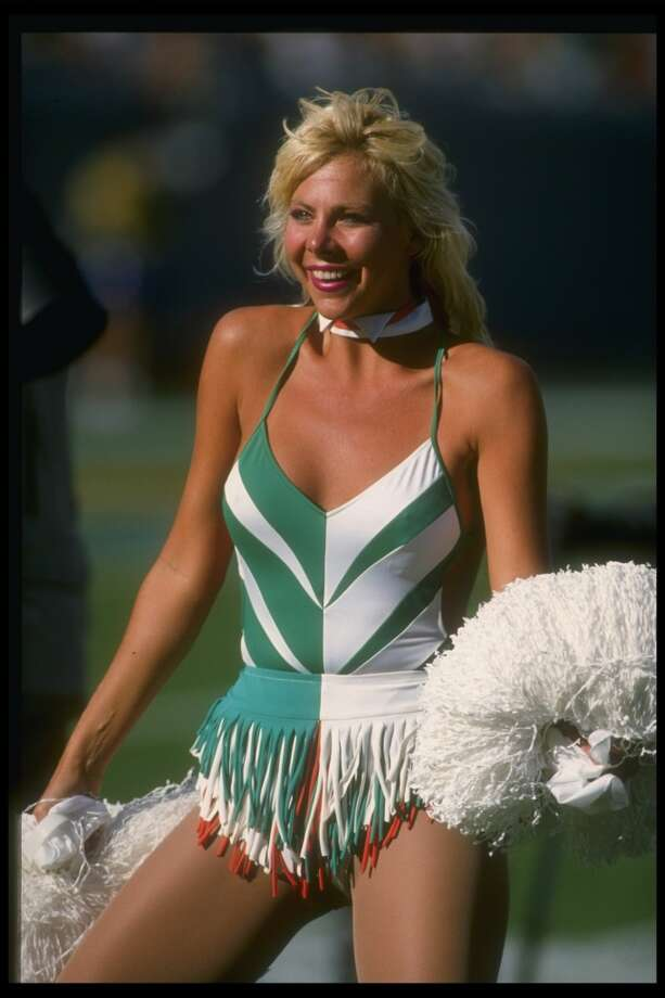 A Miami Dolphins cheerleader in 1988. Photo: Allen Steele, Getty Images
