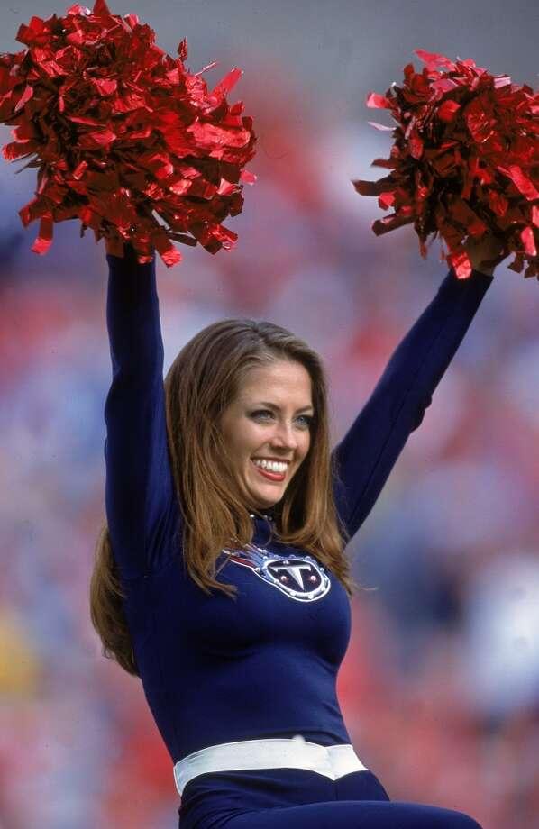 A Tennessee Titans cheerleader in 2000. Photo: Scott Halleran, Getty Images