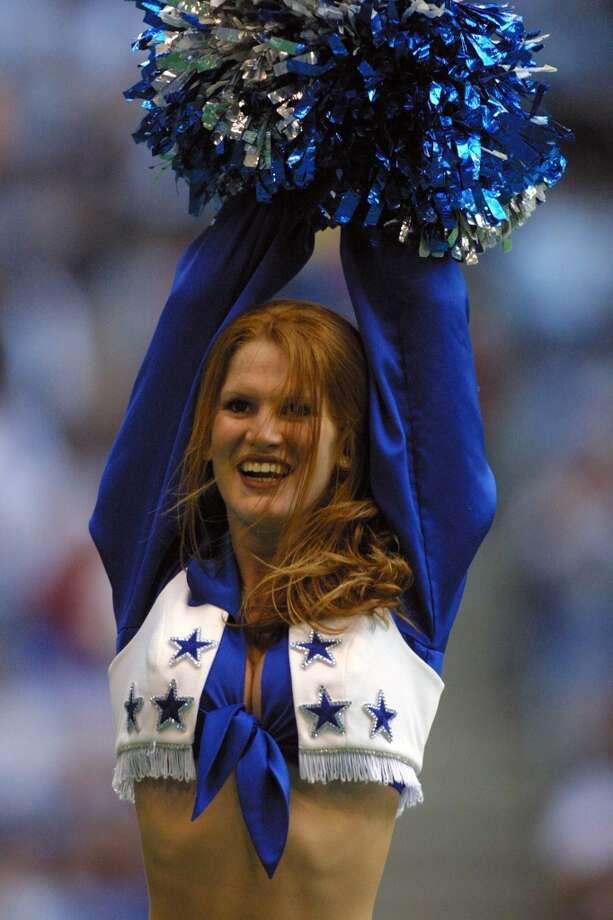 Dallas Cowboys cheerleader in 2001. Photo: Ronald Martinez, Getty Images