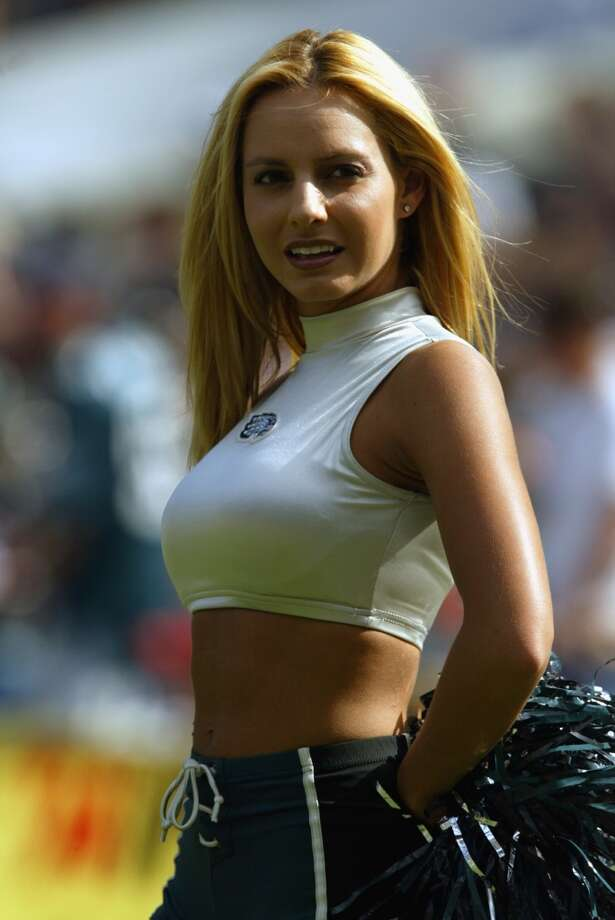 Philadelphia Eagles cheerleader Dana in 2002. Photo: Al Bello, Getty Images