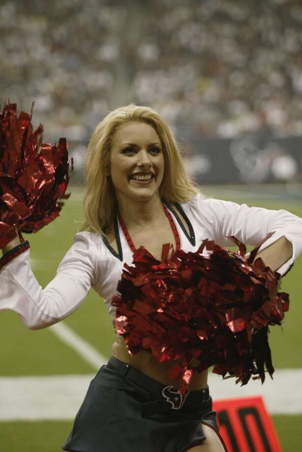 Houston Texans cheerleader Lindy  in 2002. Photo: Ronald Martinez, Getty Images