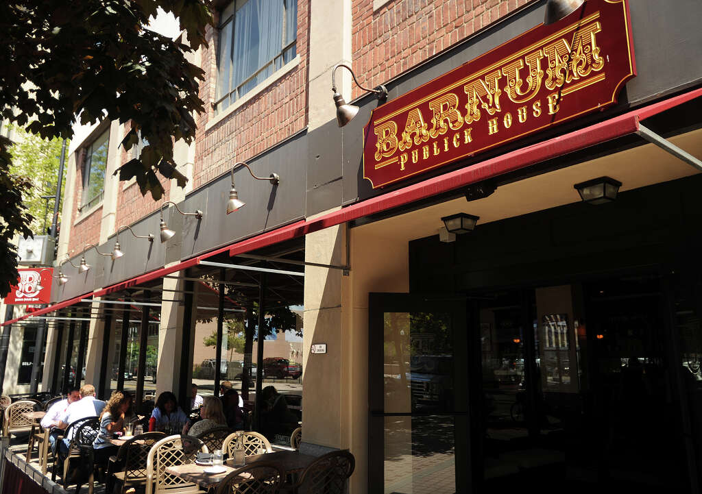 Lunch Patrons Dine On The Patio Outside The Barnum Publick House Restaurant  On Broad Street In