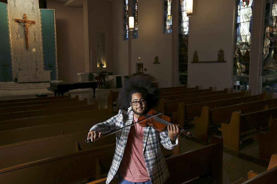 "Violinist, composer, conductor and songwriter Darian Thomas seeks to make his music accessible. ""I want people to enjoy the process of listening,"" he says. Photo: Edward A. Ornelas / San Antonio Express-News"