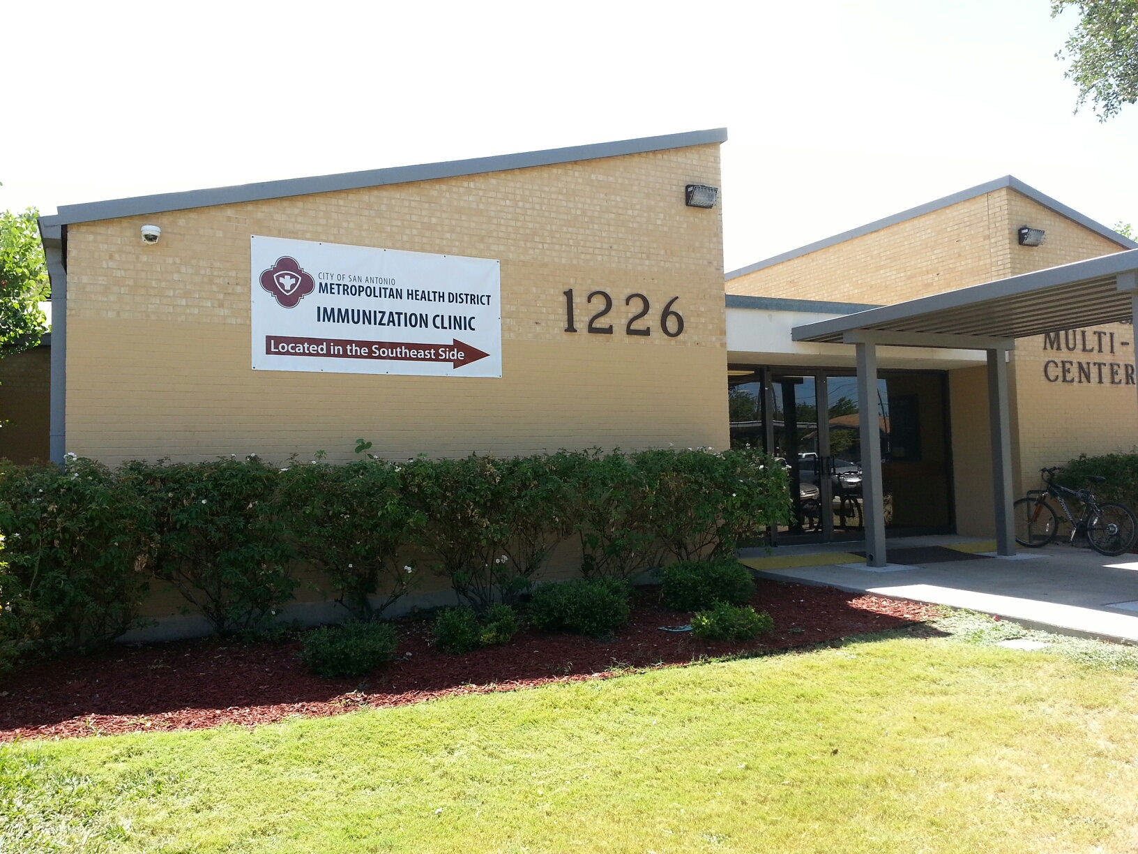 Metro health clinic opens west of downtown area san for Dining near at t center san antonio