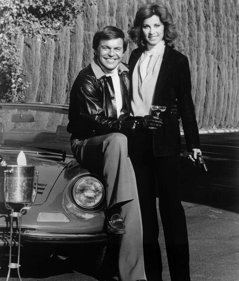 "Hart to HartRobert Wagner and Stefanie Powers were a wealthy husband and wife who work together as private detectives in ""Hart to Hart,"" which is a back story that is completely absurd. But then most things in the 80s were. Photo: Central Press, Getty Images / Hulton Archive"