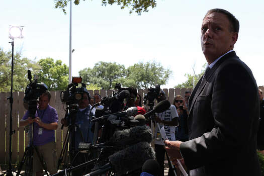Tom Rheinlander, Director of Public Affairs at Fort Hood, makes a statement to the media during the first break on the first day of the trial for Maj. Nidal Hasan at Fort Hood in Killeen on Tuesday, August 6, 2013. Photo: Lisa Krantz, Express-News / San Antonio Express-News