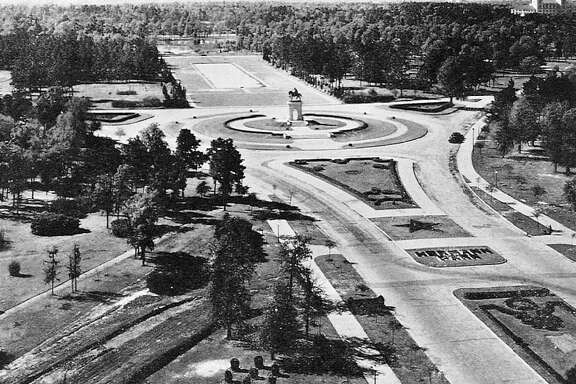 This 1932 photo of the grand gateway, the park's historic main entrance, offers a glimpse of designer George Kessler's vision.