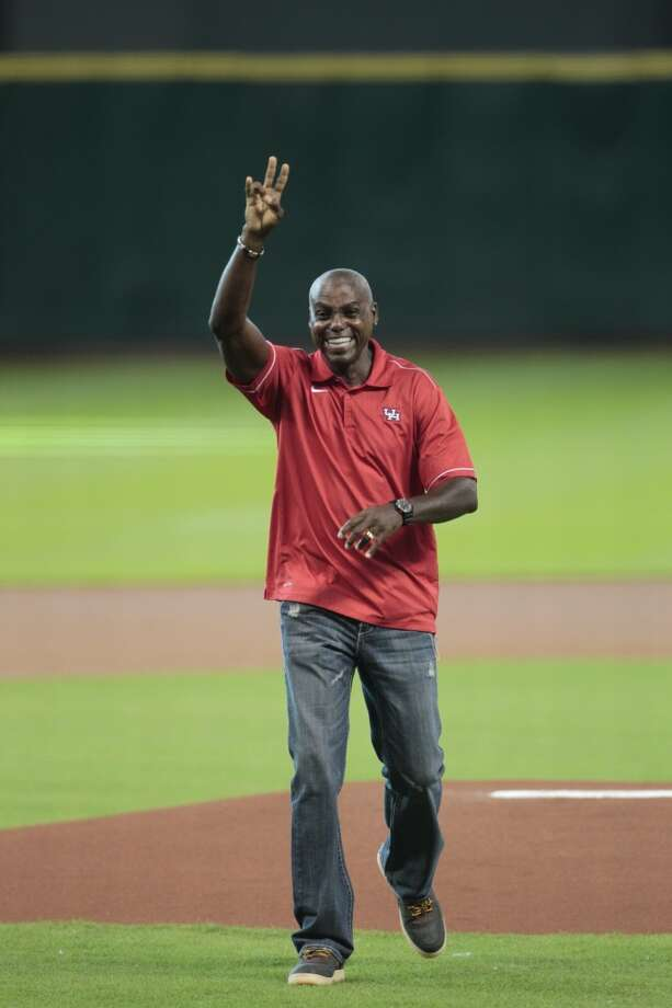 Olympic gold medalist and former UH athlete Carl Lewis waves to the crowd at Minute Maid Park. Photo: Billy Smith II, Houston Chronicle