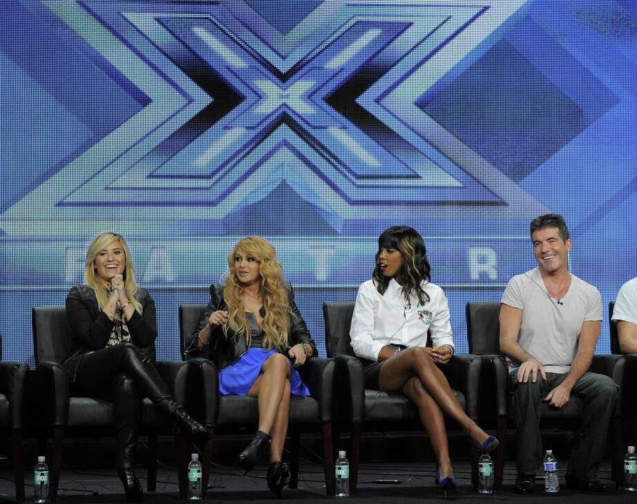 "Demi Lovato (desde la izquierda), Paulina Rubio, Kelly Rowland and Simon Cowell discuten el show ""The X Factor,"" en la ciudad Beverly Hills, California. Photo: Chris Pizzello / Associated Press"