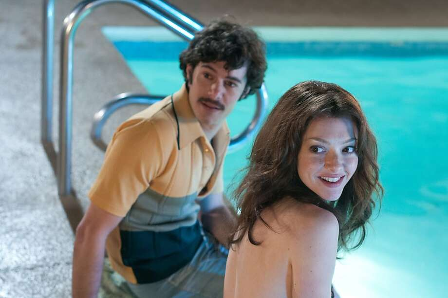 Adam Brody as Harry Reems, and Amanda Seyfried as Linda Lovelace, in LOVELACE Photo: Dale Robinette, TWC-Radius
