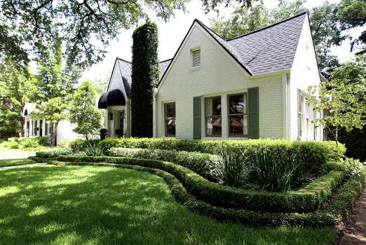 Calton says she was first attracted to her 1930s bungalow in Southampton because of the tree-lined street. Photo: Karen Warren, Staff / © 2013 Houston Chronicle