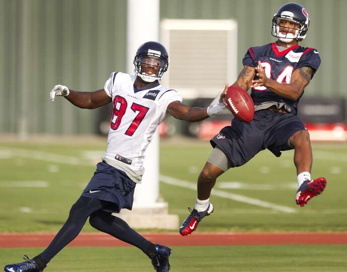 Cornerback A.J. Bouye (34) breaks up a pass intended for wide receiver Uzoma Nwachukwu (87).