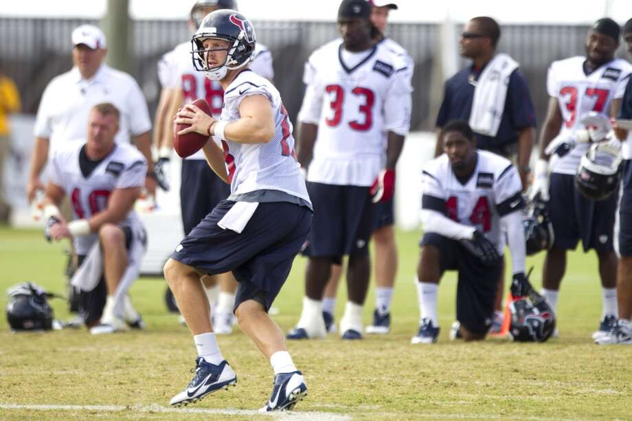 Quarterback T.J. Yates drops back to pass. Photo: Brett Coomer, Chronicle