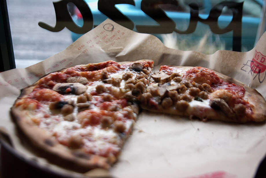 "MOD Pizza makes small, individual, thin-crust pizzas ""super fast."" They're great when you're hungry and everyone wants something different. The Seattle-based chain is growing rapidly, with many locations. Photo: {ErinKphoto} aka redcargurl, Flickr."