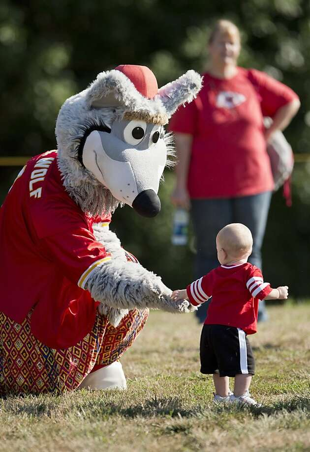 Kansas City Chiefs mascot KC Wolf beckons this poor child with his lifeless, vacant eyes. KC Wolf also sports a mystifying wardrobe — Zubaz-type PJ pants and what appears to be a red yarmulke? Photo: David Eulitt, McClatchy-Tribune News Service